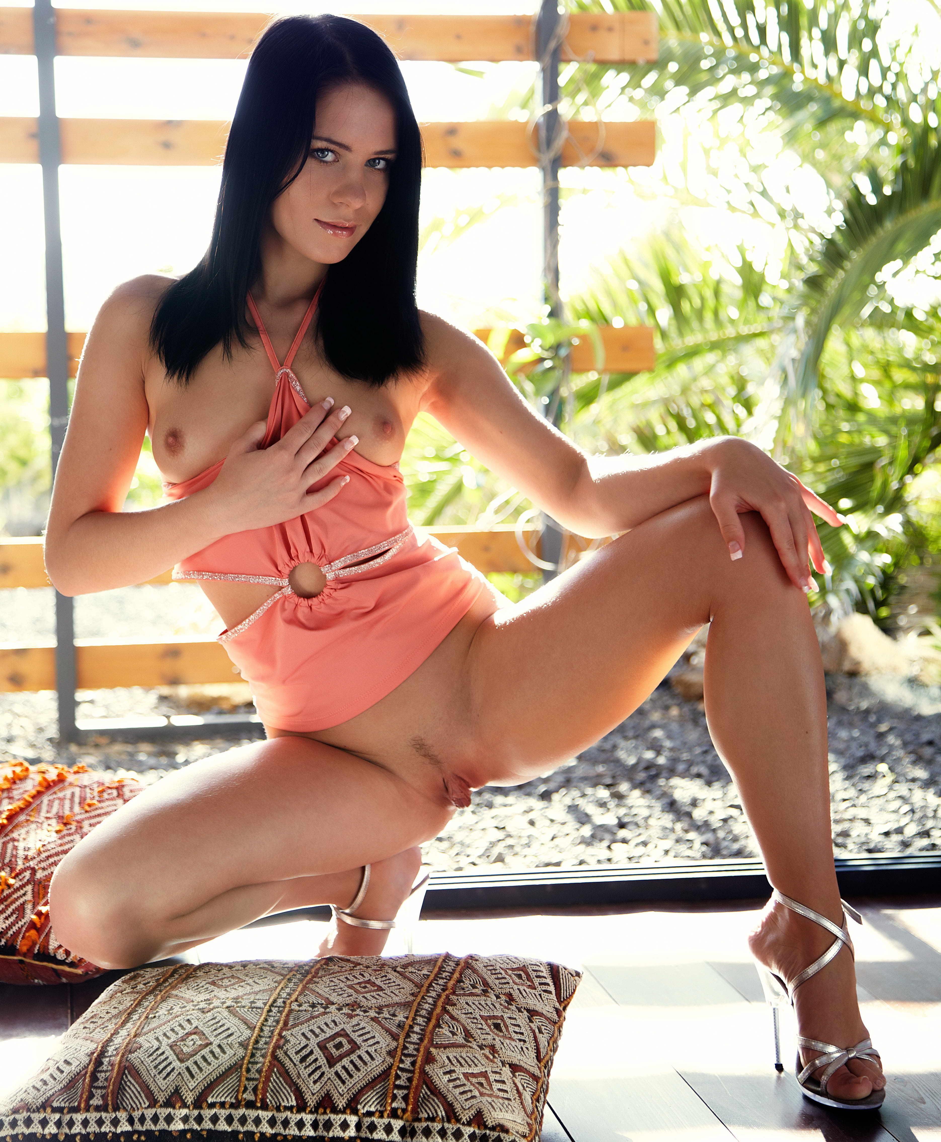 Naked Brunette - XLondonEscorts